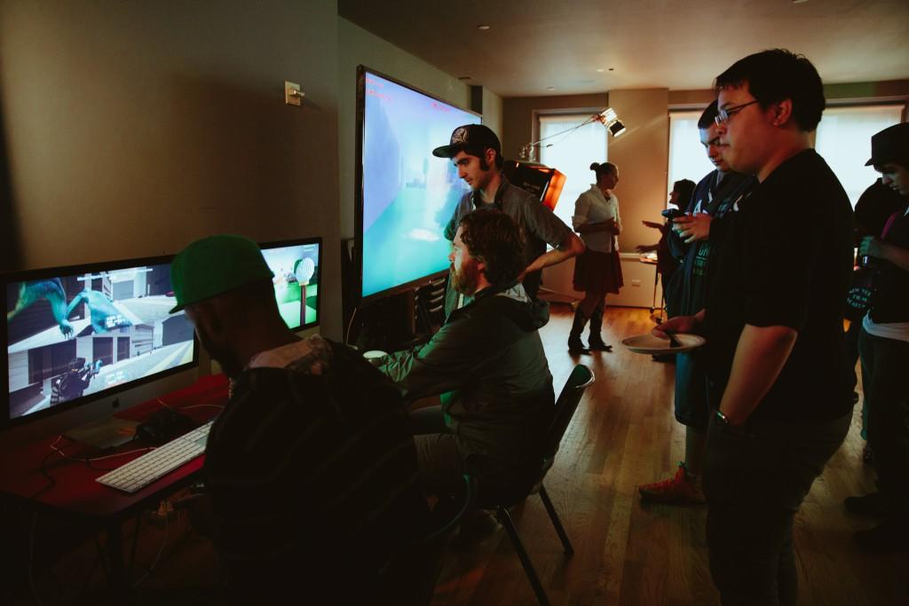 Game testers testando jogo