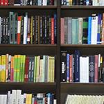 Acesso a acervo físico e digital de livros e outros recursos únicos voltados para a área.