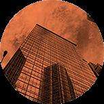 O mercado exige que o profissional domine profundamente determinados softwares, como o 3ds Max, o Fusion e o After Effects, além de técnicas profissionais, como a composição node based, animação 2D, 2.5D e 3D e a modelagem procedural. Sem o firme domínio dessas ferramentas, o aluno não consegue uma boa inserção nos melhores estúdios.