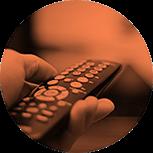 A recente Lei 12.485 estabelece que os canais que exibem predominantemente filmes, séries, animação e documentários passam a ter a obrigação de dedicar 3,5 horas semanais de seu horário nobre à veiculação de conteúdos audiovisuais brasileiros, sendo que no mínimo metade deverá ser produzida por produtora brasileira independente. Essa lei aumenta muito a necessidade de produção audivisual nacional e abre oportunidades para os profissionais da área.