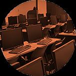 Computadores são ferramentas do dia a dia dos profissionais de animação. Praticamente todo o trabalho é feito de forma digital. E se nas empresas é assim que funciona, por que não fazer o mesmo em sala de aula? No Instituto, as aulas presenciais são em laboratório, com uma workstation por aluno. Isso faz uma enorme diferença no seu aprendizado.