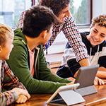 Nas aulas, os professores usam sempre a metodologia de sala de aula invertida, ocupando cerca de 1/4 da aula para tirar possíveis dúvidas relativas às tarefas passadas na aula anterior e ensinar novos conteúdos teóricos. Os outros 3/4 do tempo são dedicados à prática, pelos alunos, da teoria ensinada, através do desenvolvimento de projetos com a orientação do professor, que atua como facilitador.